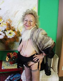 Mature nude donne